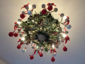 Lampadario a tema natalizio